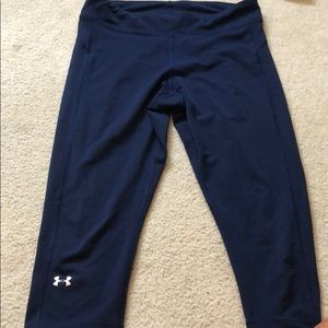 Navy blue under armor crop leggings